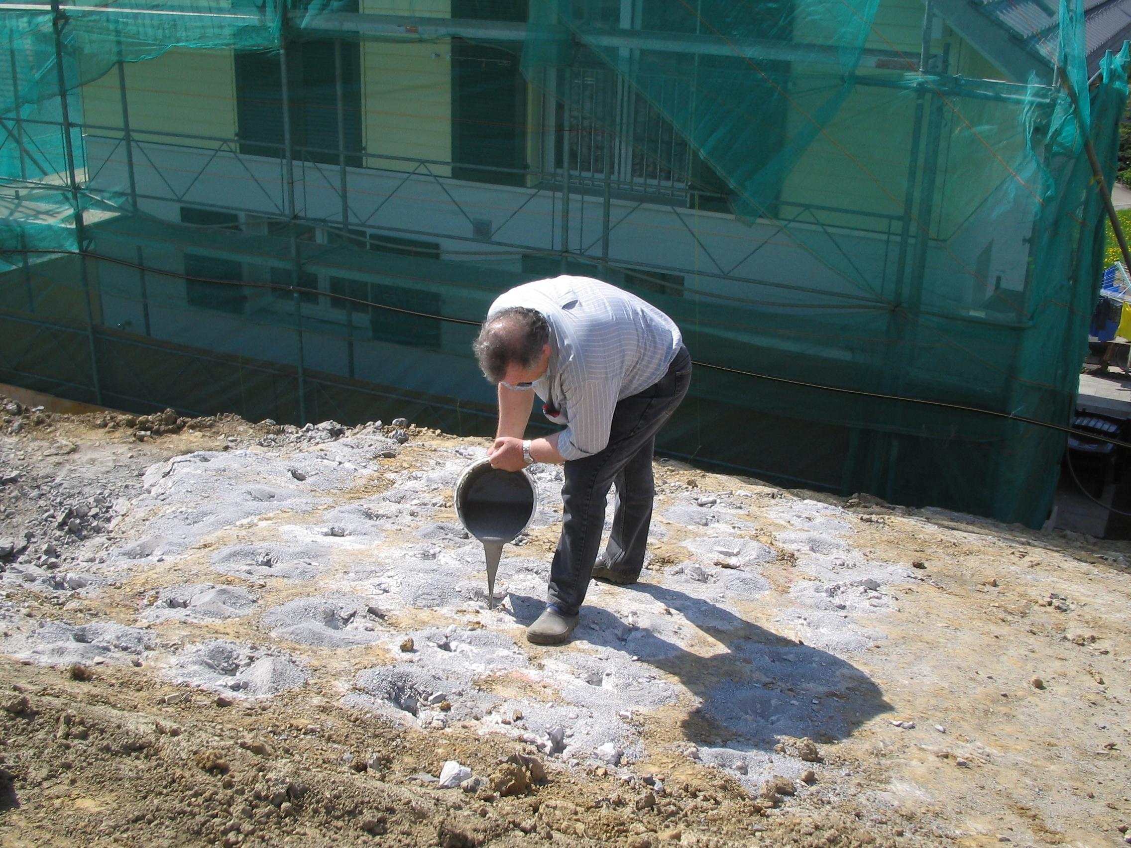 Création d'une tranchée pour canalisation